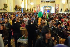 En este año participaron 140 danzas y se inscribieron alrededor de mil 100 grupos y empresas para peregrinar hacia la Parroquia de Nuestra Señora de Guadalupe.
