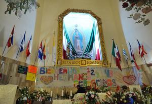 Previo a Las Mañanitas se celebró una misa concelebrada encabezada por el Obispo de Torreón Monseñor José Guadalupe Galván Galindo, el párroco Benjamín Rivera Rangel y el Padre Provincial Claretiano Alejandro Cerón.