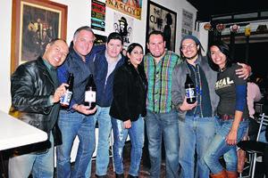 11122014 CATA DE CERVEZAS.  Flavio, Jaime, Fernando, Nadia, Jaime, Alex y Karina.