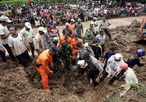 28 de enero | Alud en Indonesia. El deslizamiento abrupto de tierra sepultó a decenas de personas en la isla de Java. Se registraron 5 decesos y 14 desaparecidos en aquel incidente.