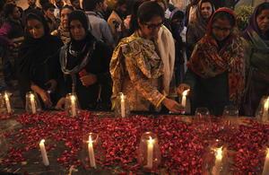 Familiares y allegados rindieron homenaje a las víctimas mortales del ataque que no sólo conmocionó al país asiático, sino también al planeta entero.