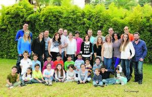 18122014 POSADA EN FAMILIA.  Amigas VIP acompañadas de sus esposos e hijos.