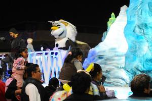Los personajes de Frozen formaron parte del desfile.