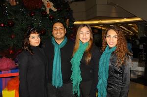27122014 EN EL MALL.  Naomi, Daniel, Ariadna y Griselda.