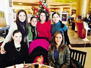 28122014 POSADA.  Carla Romero, Zaira Milán, Laura Martínez, Karina Castillo y Maribel Hernández.