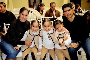 28122014 Gaby, Regina, María, Roberta y Marcelo.