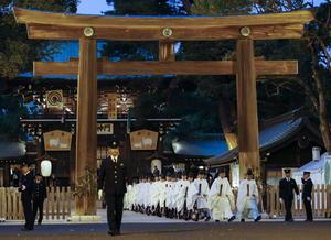 En Tokio, varios sacerdotes sintoístas participaron en un ritual de final de año.