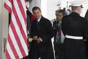 El mandatario arribó a la Casa Blanca al filo de las 11:00 (hora local). El presidente Peña fue recibido en lobby del ala oeste de la Casa Blanca, por donde ingresan todos los visitantes distinguidos, por el jefe de protocolo de los Estados Unidos, Peter A. Selfridge.