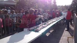 En Gómez Palacio, por su parte, se repartió una mega rosca de Reyes en la Plaza de Armas.