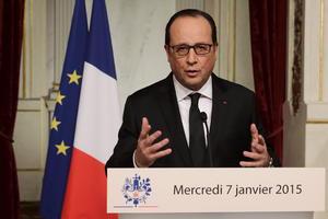 El presidente Francois Hollande decretó una jornada de luto oficial en Francia por el atentado.