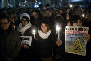 De luto se ha vestido el mundo tras el ataque terrorista al semanario francés Charlie Hebdo, en el que murieron 12 personas.