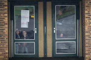 Menores de edad que se encontraban en escuelas cercanas fueron retirados y puestos a salvo.