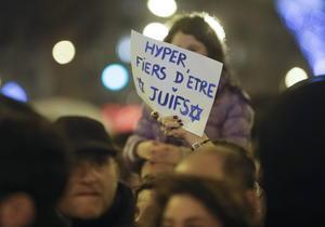 Chicos y grandes se solidarizaron con las víctimas de uno de los ataques más trágicos en la historia reciente de Francia.