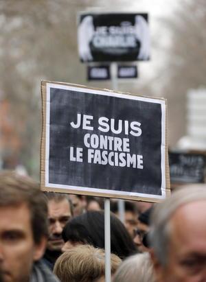 Carteles contra el fascismo fueron alzados como un reclamo.