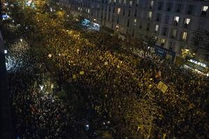 Manifestaciones similares tuvieron lugar durante en las ciudades de Lyon, sureste, y Marsella, sur, entre otras.