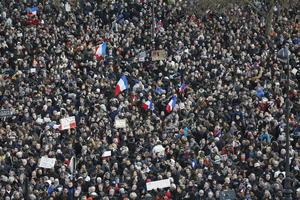 En la manifestación participaron algunos de los supervivientes del atentado cometido el miércoles en la sede del semanario satírico francés Charlie Hebdo, así como familiares de los 12 fallecidos.