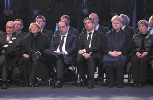 El presidente de Francia, François Hollande, el presidente de Bulgaria, Rosen Plevneliev, la presidenta de Lituania, Dalia Grybauskaite, y la primera dama de Austria, Margit Fischer, asistieron a un acto para conmemorar el Día Internacional del Recuerdo del Holocausto y el 70 aniversario de la liberación del campo de concentración nazi de Auschwitz-Birkenau.