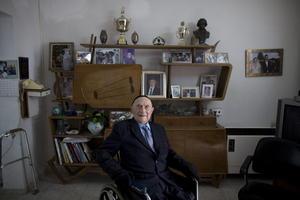 El superviviente de mayor edad del Holocausto, Israel Krystal, de 111 años, compartió algunas historias con los medios.