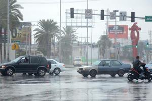 Las principales vialidades de la ciudad se vieron afectadas por la lluvia.