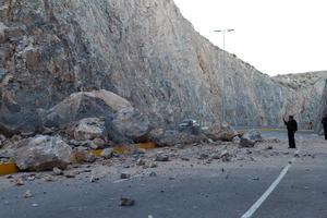 Las grandes pierdas invadieron los dos carriles de circulación por lo que se instaló vigilancia vial y policiaca para desviar el tránsito.