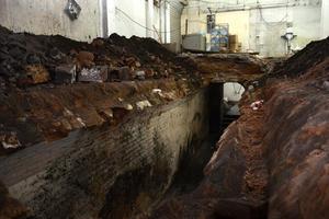 El túnel se halló en una obra en remodelación en un local comercial de la calle Juan Antonio de la Fuente y avenida Hidalgo.