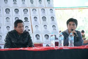 Los estudiantes llamaron a la comunidad a organizarse y exigir justicia por la desaparición de sus compañeros.