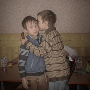 La imagen captada por la sueca Asa Sjostrom en la que aparecen los gemelos Igor y Arthur durante su cumpleaños en un orfanato en Baroncea, Moldavia fue premiada en la categoría individual Vida Diaria.
