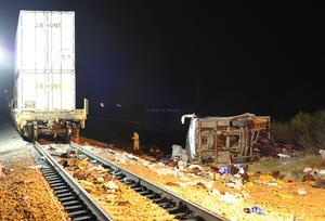 El camión de pasajeros prácticamente fue partido a la mitad por el ferrocarril, perteneciente a la empresa Kansas City, dejando obstruida la carretera Nuevo Laredo-Anáhuac por espacio de dos horas.