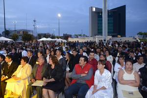 El Director del DIF Torreón, agregó que a los contrayentes se les obsequiaron ocho pases para igual número de familiares.