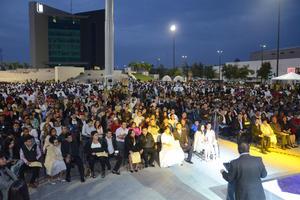 En una ceremonia encabezada por el alcalde de Torreón,Miguel Riquelme, los contrayentes disfrutaron del tradicional brindis.