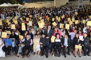 En el marco de los festejos por el Día del Amor y la Amistad, el Ayuntamiento de Torreón y el Gobierno del Estado, organizaron un evento de Bodas Comunitarias que tuvo lugar en la explanada de la Plaza Mayor.