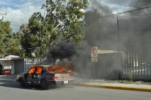 Jesus Barrios, líder de la organización dijo que no se llegó a ningún acuerdo y procedieron a prender fuego a un auto.