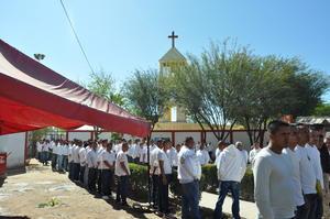 Desde temprano los internos esperaban su visita como cada Miércoles de Ceniza.