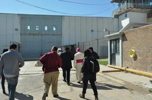 Las puertas del Centro de Reinserción Social de Torreón se abrieron para recibir al obispo José Guadalupe Galván Galindo para imponer la ceniza a los internos.