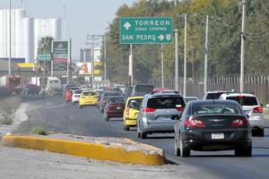 Los 11 kilómetros del Periférico que pasan por Torreón son fundamentales para el traslado de miles de familias a los nuevos fraccionamientos rumbo al norte de la ciudad.
