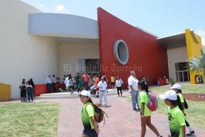 17 de julio | Jabonera. Con una exhibición de natación, abrió sus puertas el Complejo Cultural y Deportivo ''La Jabonera''.