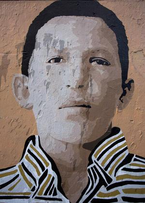 La educación primaria la realizó en el Grupo Escolar Julián Pino, la secundaria en el Liceo Daniel Florencio O'Leary y la superior en la Academia Militar de Venezuela, de donde egresó en 1975 con el grado de subteniente y licenciado en Ciencias Militares.