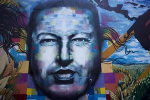 Hijo de los maestros Hugo de los Reyes Chávez y Elena Frías de Chávez, Hugo Chávez nació el 28 de julio de 1954 en Sabaneta, un modesto pueblo en el llanero y sureño estado de Barinas.
