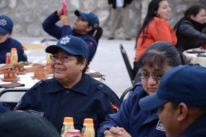 Las agentes desayunaron juntas en el marco del Día Internacional de la Mujer.