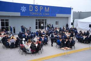 El Ayuntamiento ofreció un desayuno a las 120 mujeres de la Policía Municipal.