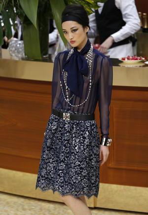 """""""Cuento con gente genial a mi alrededor, pero diseño yo mismo cada prenda porque si no, me aburro"""", declaró Lagerfeld."""