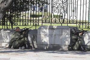 El ataque fue perpetrado poco después del mediodía por pistoleros armados con fusiles Kalashnikov y vestidos con uniformes militares.