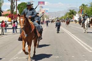 Los contingentes partieron de la explanada del Palacio Municipal, para luego tomar por la calle Independencia hasta la calzada J. Agustín Castro.