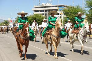 Se llevó a cabo el Desfile Militar y Cabalgata Revolucionaria.