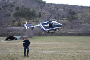 Personal de la Gendarmería francesa alistaba el operativo de rescate de los restos.
