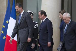 El rey Felipe VI de España tenía programada una visita a Francia, la cual suspendió a causa de la tragedia.