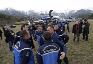 Equipos de rescate buscan los restos de un avión Airbus A320 de la compañía alemana Germanwings que se estrelló en los Alpes franceses.