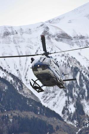 Helicópteros de primera generación coadyuvan en las labores de rescate.