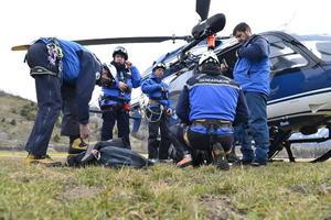 Los equipos de rescate tienen un campamento en el cual establecieron su punto de partida.