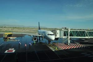 A las 08:51 de la mañanapista aterrizó el avión en pista principal  dela terminal aérea Francisco Sarabia.